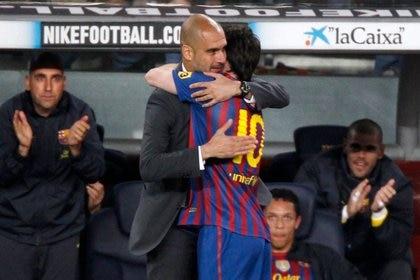 Pep Guardiola y Lionel Messi conformaron una dupla letal durante su paso por Barcelona (Reuters/ Gustau Nacarino)