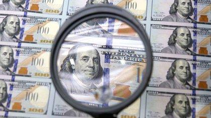 El Gobierno busca contener la presión sobre el tipo de cambio en tiempo de incertidumbre (AP)