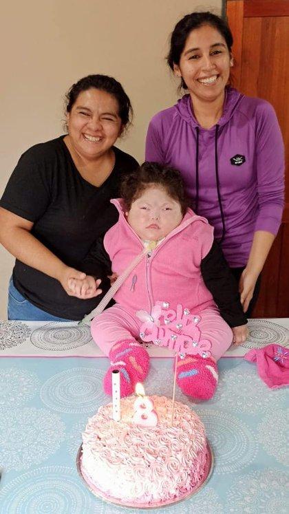 """Alicia con Andrea, su ex pareja y """"la otra mamá de Rosario"""" en el último cumpleaños de su hija"""