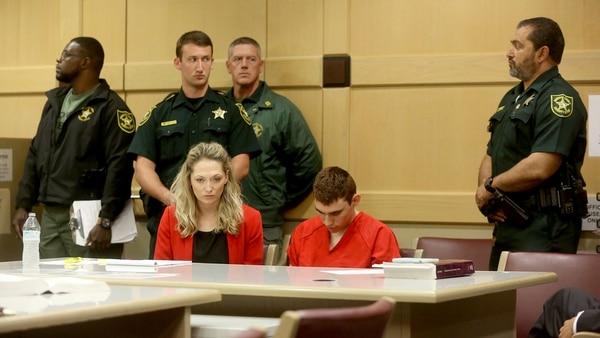 El asesino, con la cabeza gacha durante la audiencia (Reuters)
