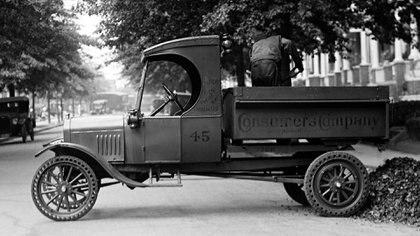 Simbólicamente, es la primera pick up. Una extensión del Model T para usarlo como vehículo de carga.