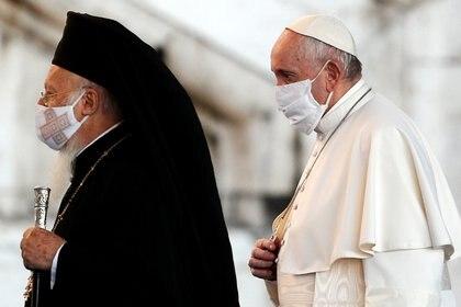 Velasco mantiene una muy buena relación con el Papa Francisco (REUTERS/Guglielmo Mangiapane)