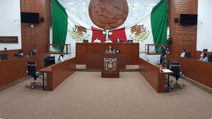 Apenas 15 de los 25 diputados habían votado en la elección de la Mesa Directiva que dirigió la sesión donde se aprobó la reforma electoral (Foto: Congreso de Tlaxcala)