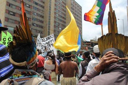 Manifestantes de diversos sectores de la sociedad civil marcharon en el territorio nacional. Foto: Luis Velandia/Infobae.