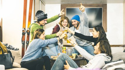 """Privados de las salidas y reuniones sociales, los adolescentes disminuyeron """"drásticamente"""" el consumo de alcohol durante la cuarentena (Shutterstock)"""