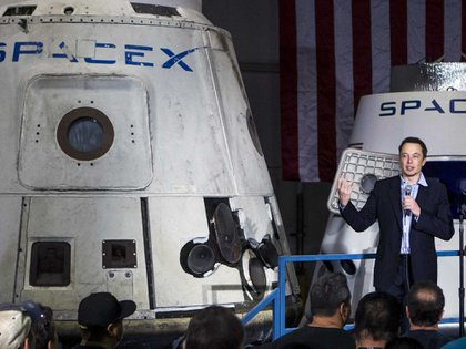 Elon Musk planea para el 2018 enviar dos civiles alrededor de la Luna, sin aterrizar en ella, usando su compañía de cohetes SpaceX