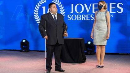"""Nicolás fue seleccionado, por la Bolsa de Comercio de Córdoba, como uno de los """"Diez jóvenes sobresalientes de 2020""""."""