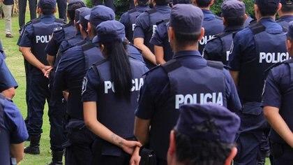 En otro hecho confuso, recientemente un efectivo de la Policía Bonaerense terminó con muerte cerebral, tras recibir un disparo de parte de un compañero durante un ejercicio de entrenamiento
