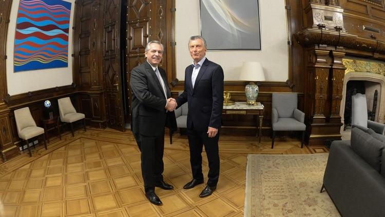 Mauricio Macri y Alberto Fernández en su encuentro en Casa Rosada
