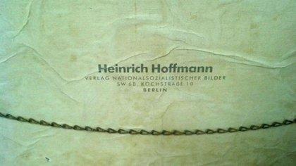 Firma del estudio de Heinrich Hoffmann, fotógrafo oficial de Hitler.
