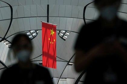 Pasajeros en el aeropuerto internacional Beijing Daxing Airport en Beijing (REUTERS/Thomas Suen)
