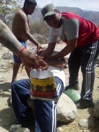 El abuso fue difundido en las redes sociales (captura de video)