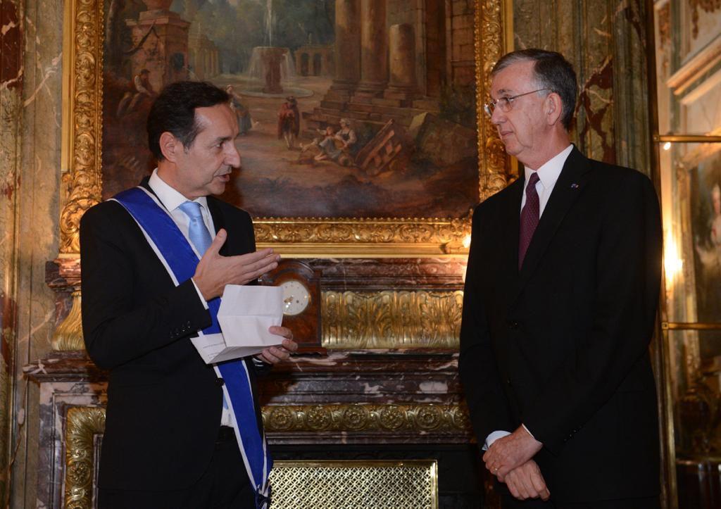 Fulvio Pompeo junto con el embajador de Brasil al ser distinguido esta semana