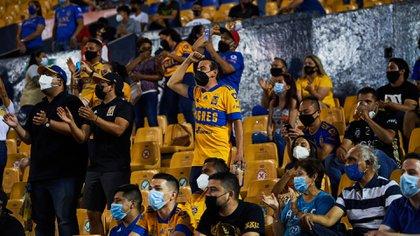 Semáforo COVID-19 en Nuevo León: autoridades de Salud aumentan el aforo en comercios, servicios y estadios