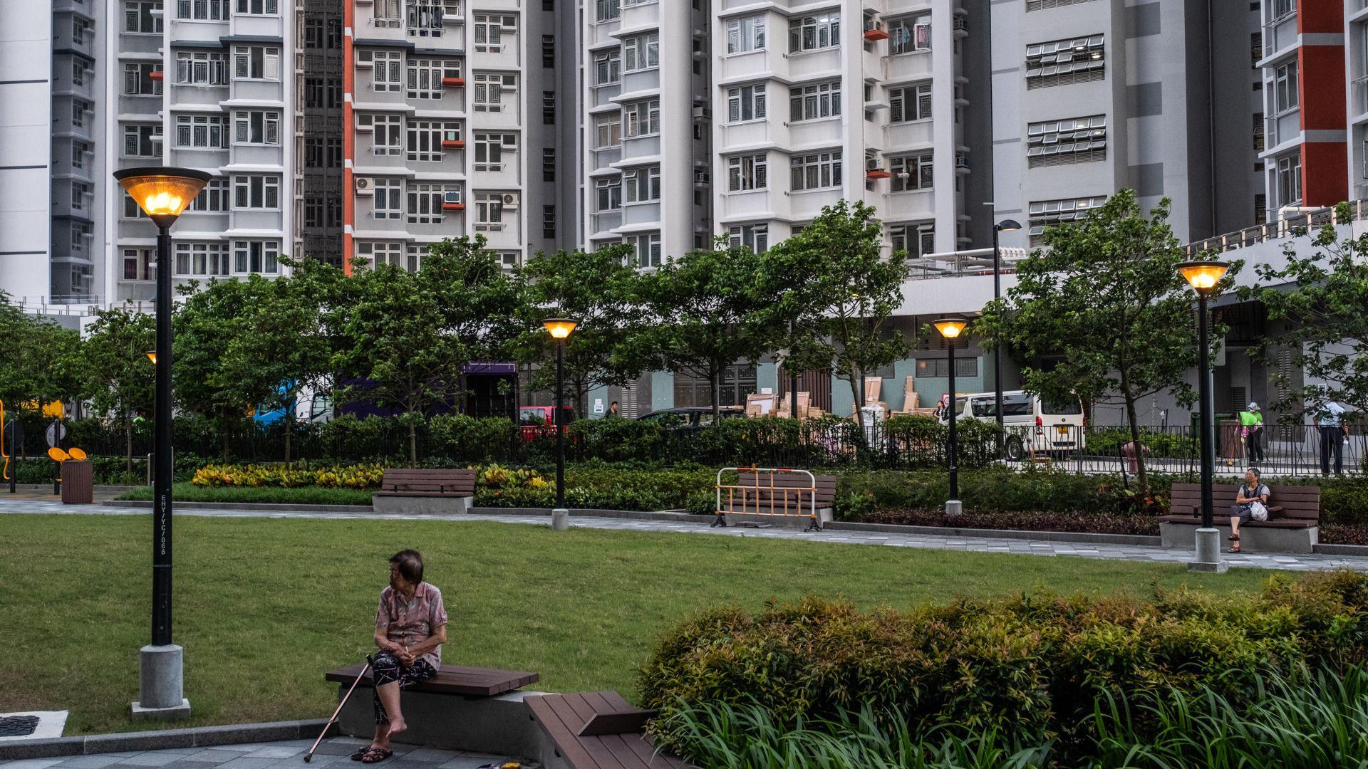 Un desarrollo de vivienda asequible operado por el gobierno en el distrito Cheung Sha Wan de Hong Kong. Críticos del gobierno de la ciudad dicen que los funcionarios desean ya no construir más. (Lam Yik Fei para The New York Times)