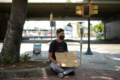 Un migrante venezolano con barbijo (REUTERS/Vicente Gaibor del Pino)