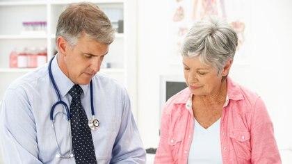 Los trabajadores de la salud son los que menos riesgos corren (Getty)