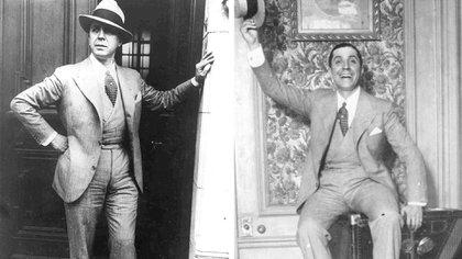 """Carlos Gardel posa en la puerta de su casa del Abasto. En la otra foto sonríe en el hall de la casa que compró a su madre como regalo de cumpleaños. ¿Qué queda de la vida de """"El Zorzal"""" en el actual museo?"""