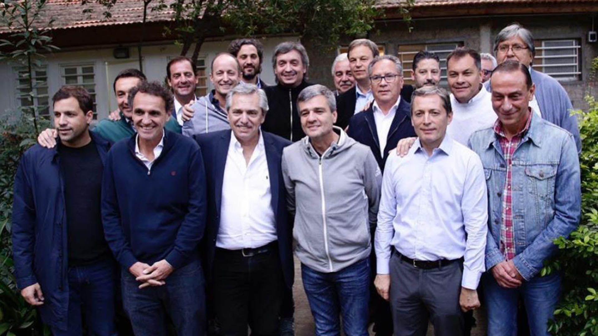 Alberto Fernández con os intendentes de la provincia de Buenos Aires