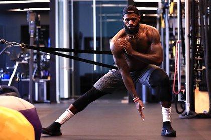 El trabajo físico de LeBron James para seguir dominando la NBA a los 35 años (Twitter: @Lakers)