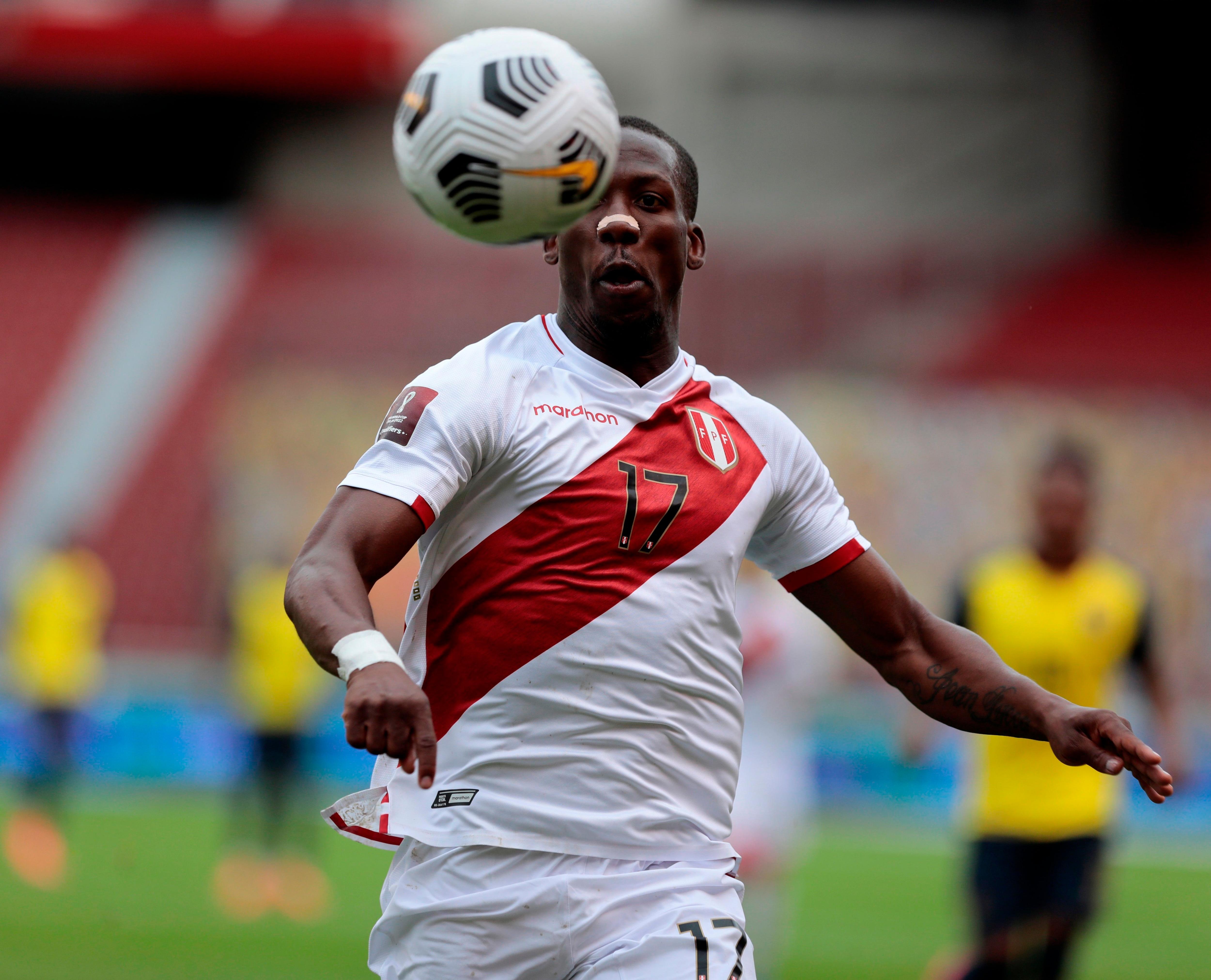 El jugador Luis Advíncula. EFE/Franklin Jácome POOL/Archivo