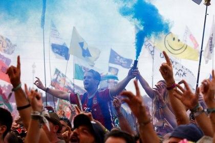 Los festivales, bodas y partidos de fútbol podrían volver en el verano a Reino Unido. En los próximos meses voluntarios participarán en planes piloto para demostrar que estos eventos pueden ser seguros.
