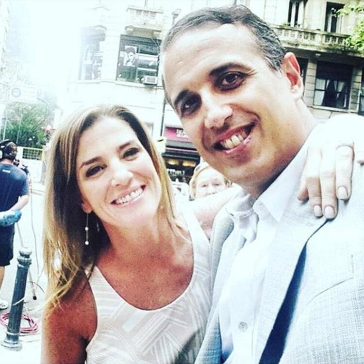 """""""Adiós hermosa amiga. Abrazo del alma"""", escribió Gustavo Tubio junto a esta imagen con Débora Pérez Volpin, horas después de la tragedia (Instagram)"""