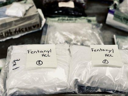 Envío de fentanilo secuestrado por autoridades federales de los Estados Unidos. Laboratorios clandestinos chinos venden la droga a los carteles mexicanos que la introducen a través de la frontera (Reuters)