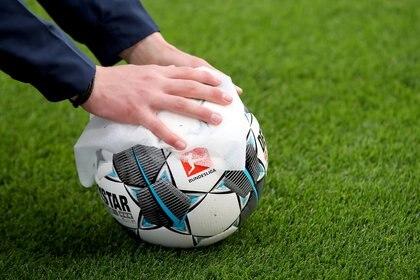 La Bundesliga pondrá a sus equipos en cuarentena estricta para terminar el torneo (Foto: REUTERS)