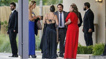 Claudia Villafañe estuvo hasta último momento coordinando todos los detalles de la boda (Nicolás Aboaf)