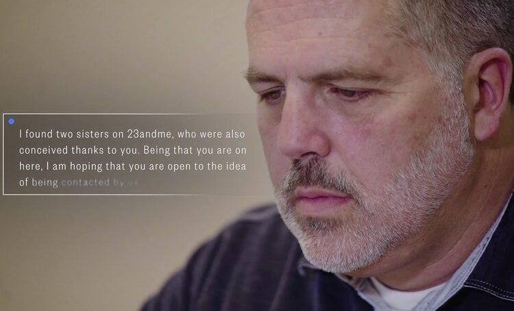 Cuando recibió el mensaje de su hija biológica, Ted Woodbuscaba, en realidad, a su padre. (NBC)