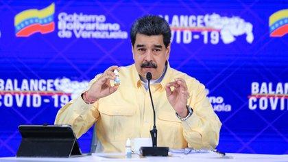"""La Academia Nacional de Medicina de Venezuela afirmó que las """"goticas milagrosas"""" de Nicolás Maduro sólo sirven como enjuague bucal"""
