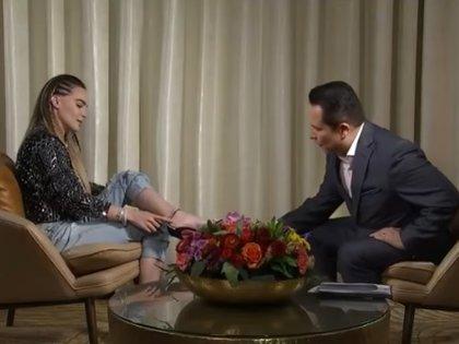 Belinda mostró a Gustavo Adolfo su tatuaje en el tobillo destinado al amor de su vida (Captura de pantalla- Imagen)
