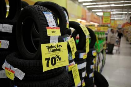 Imagen de archivo. Llantas son vistas en un supermercado en Ciudad Juárez, México. 15 de noviembre de 2019. REUTERS/Jose Luis Gonzalez
