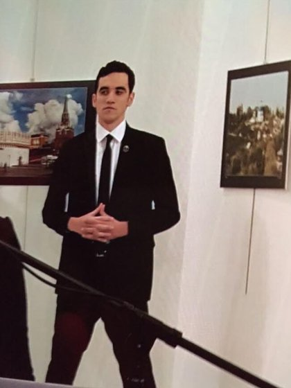 Mevlüt mert Altıntaş minutos antes de cometer el atentado