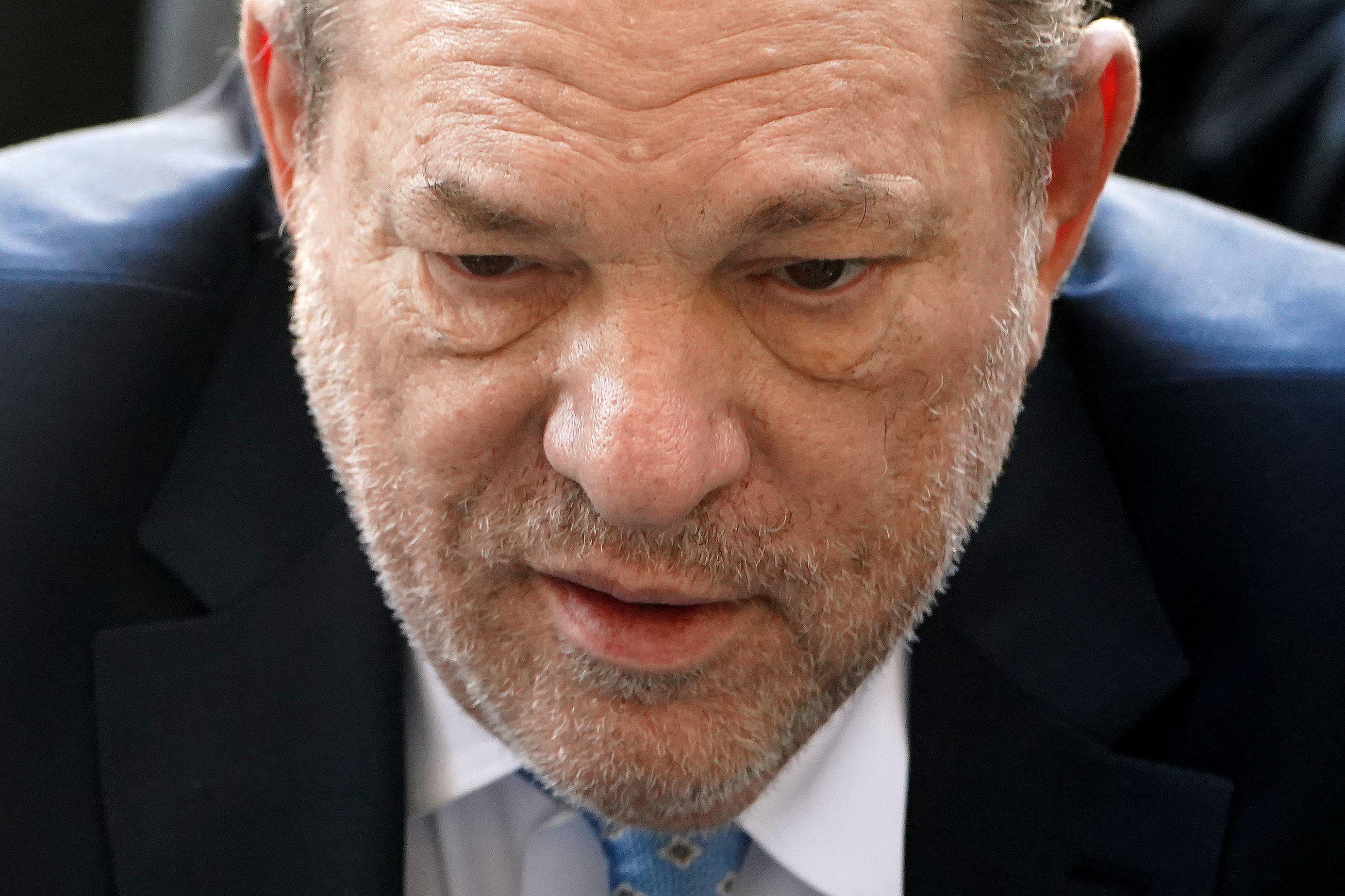 Harvey Weinstein, de 67 años, fue declarado culpable de violación y agresión sexual por un jurado de Manhattan. Fue detenido y se enfrenta a una sentencia de hasta 25 años de prisión /REUTERS