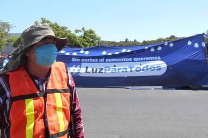 Manisfestación pacífica en Michoacán por cortes de luz Foto: La Voz de Michoacán / Otilia Medellín