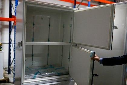 Un refrigerador para almacenar la vacuna Pfizer. Stavros Ionites / PIO / Guide a través de REUTERS