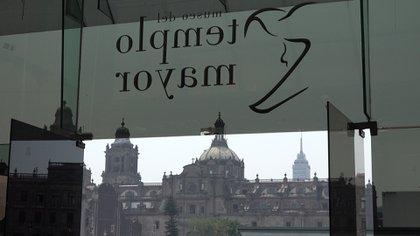 Desde la entrada del Museo se puede ver toda la historia de México: el Tempo Mayor, la Catedral y al fondo la Torre Latinoamericana. (Foto: Infobae, Juan Vicente Manrique)