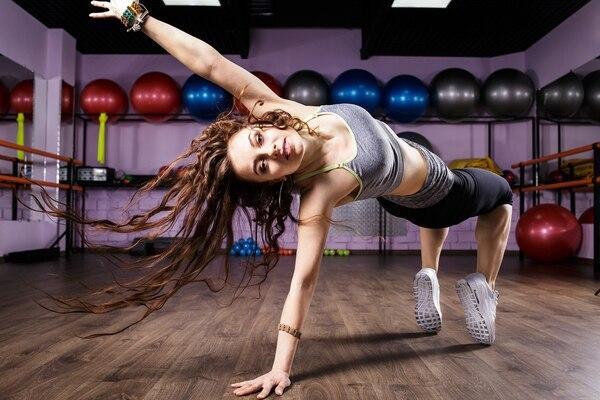 Entre otros beneficios, el baile ayuda a mejorar el estrés (Getty)