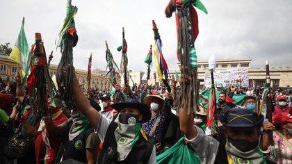 Las comunidades indígenas llegaron la tarde del 19 de octubre a la Plaza de Bolívar para protestar contra el Gobierno del presidente, Iván Duque. Foto:  AP/Fernando Vergara