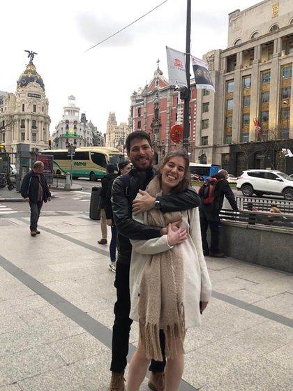 Nacho y Sofía de paseo por Madrid antes de que se decretara el confinamiento el 16 de marzo de 2020.