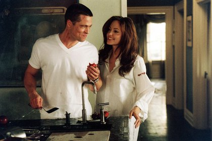 """Brad Pitt y Angelina Jolie en """"Mr and Mrs Smith"""", la película en la que se enamoraron (Shutterstock)"""