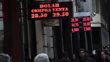 """La divisa de EEUU volvió a precios máximos, en un nuevo episodio de """"turbulencia"""" financiera."""