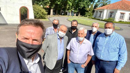 Selfie cegetista en Olivos: Jorge Sola, Carlos Acuña, Armando Cavalieri, Gerardo Martínez, Antonio Caló, José Luis Lingeri y Héctor Daer