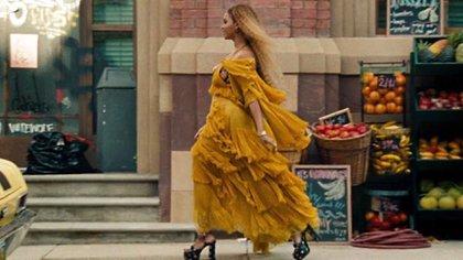 El vestido color mostaza de Beyoncé logró propulsar su imagen como fashonista.  (Foto: Archivo)