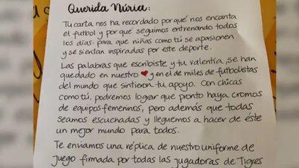 La misiva que envió el equipo de jugadoras de Tigres a Nuria Cebrián (Foto: Captura de pantalla @TigresFemenil)