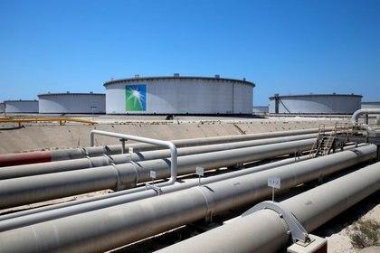 Imagen de archivo de una vista general de la refinería y terminal petrolera Ras Tanura de Saudi Aramco en Arabia Saudita. 21 de mayo, 2018. REUTERS/Ahmed Jadallah