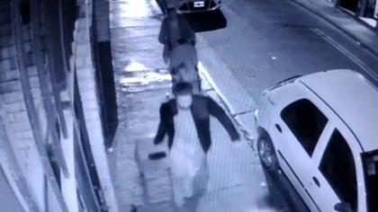 La cámara de seguridad que muestra a Navarro Cádiz un día antes del crimen.