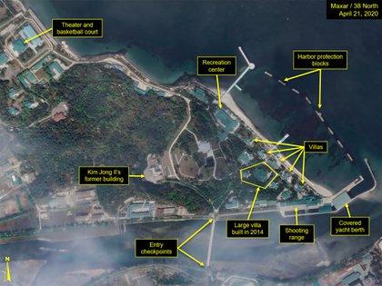 Esta imagen muestra el complejo completo de Wonsan: la ubicación del tren, las villas residenciales, el edificio central, el círculo de tiro, el puerto techado y las entradas